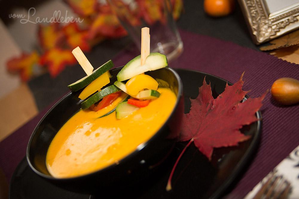 Rezept: Kürbissuppe mit Gemüsespießchen