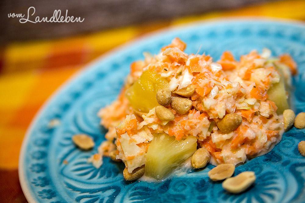 Rezept: fruchtiger Weißkohl-Möhren-Salat mit Erdnüssen