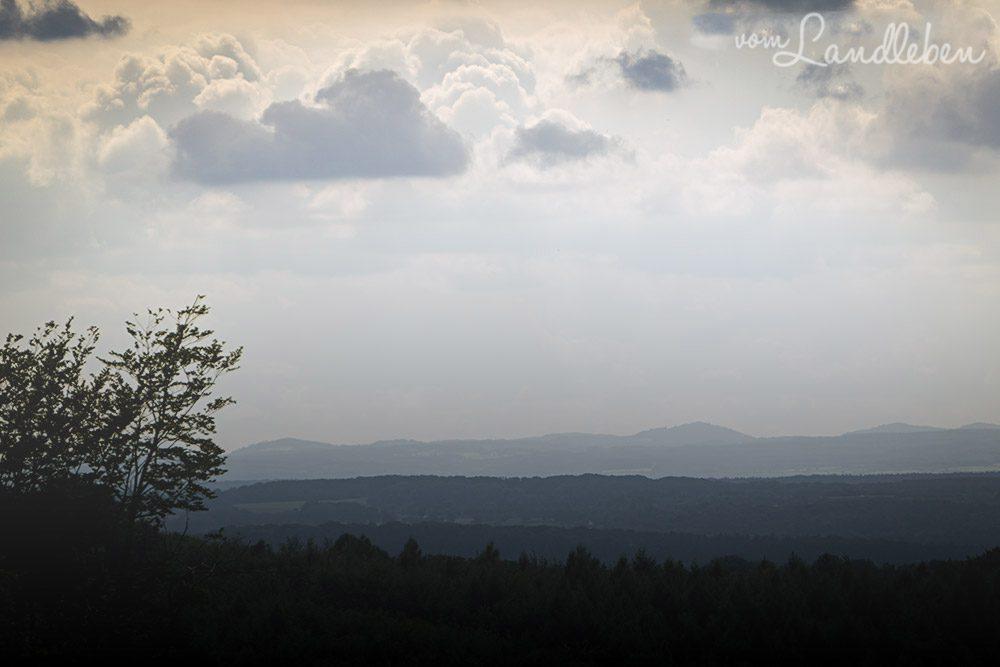 Blick von der Wahnbachtalsperre zum Siebengebirge