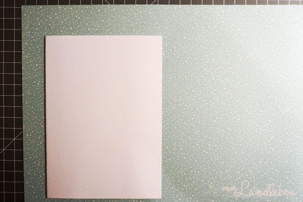 Selbstgebastelte Weihnachtskarte mit Rehen