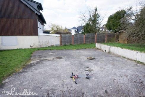 Die Betonplatte auf unserem Grundstück