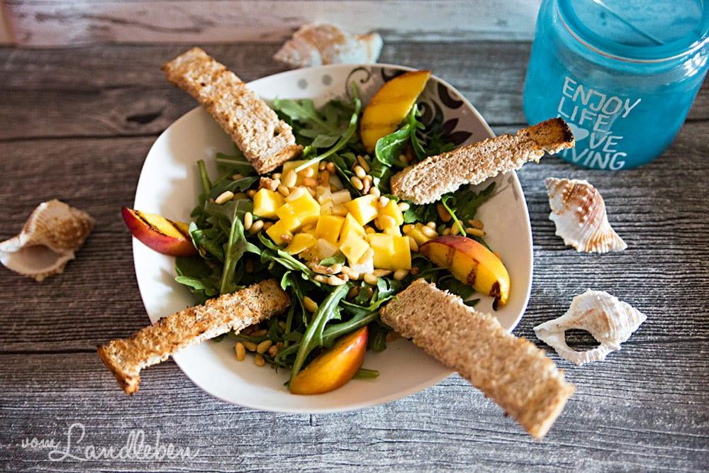 Rezept: karibischer Salat mit gegrillten Pfirsichen & karamellis