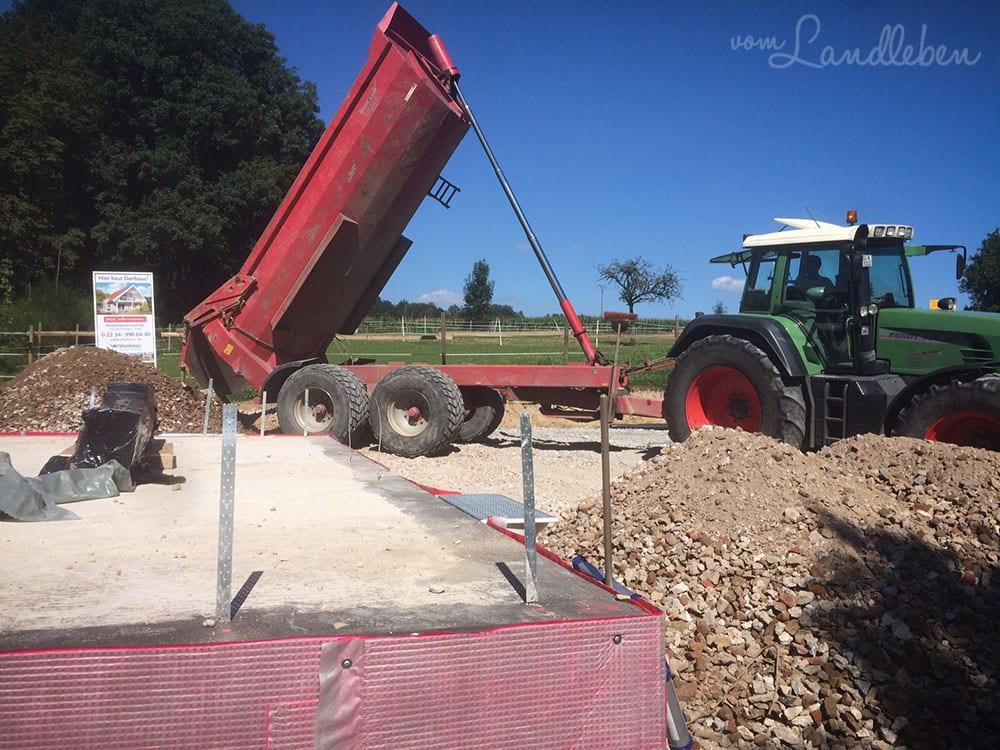 Unsere Baustelle – Verfüllen der Baugrube