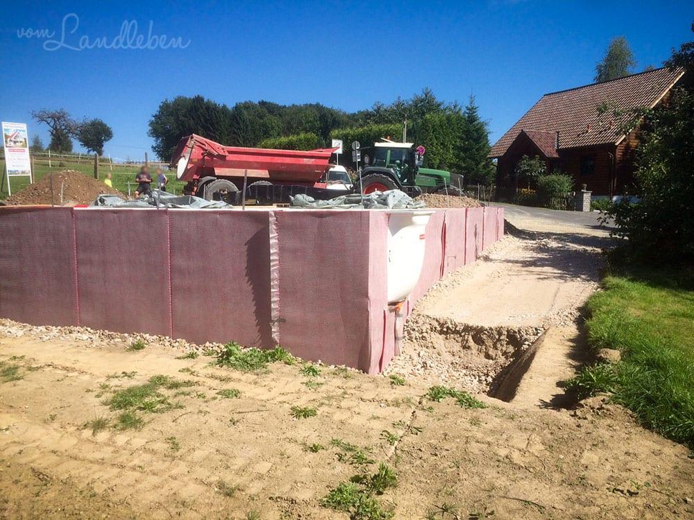 Unsere Baustelle - Verfüllen der Baugrube