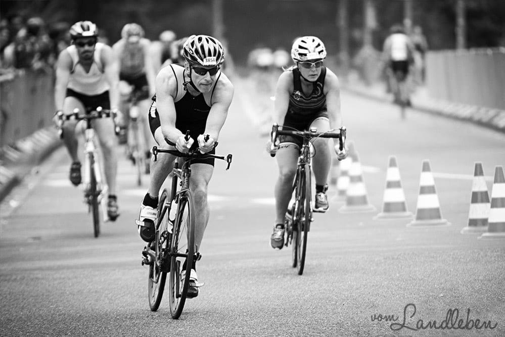 Sportfotografie – Radrennen in Schwarz-Weiß