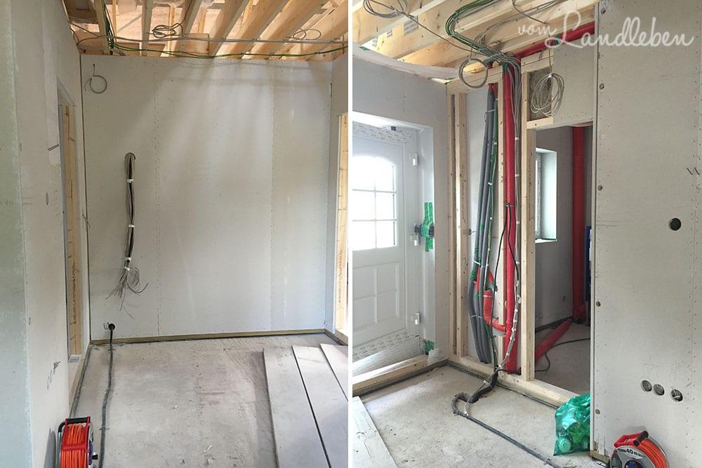 Links: Blick von der Haustür in Richtung Garderobe. Rechts: von der Wohnzimmertür in Richtung Haustür / Gäste-WC
