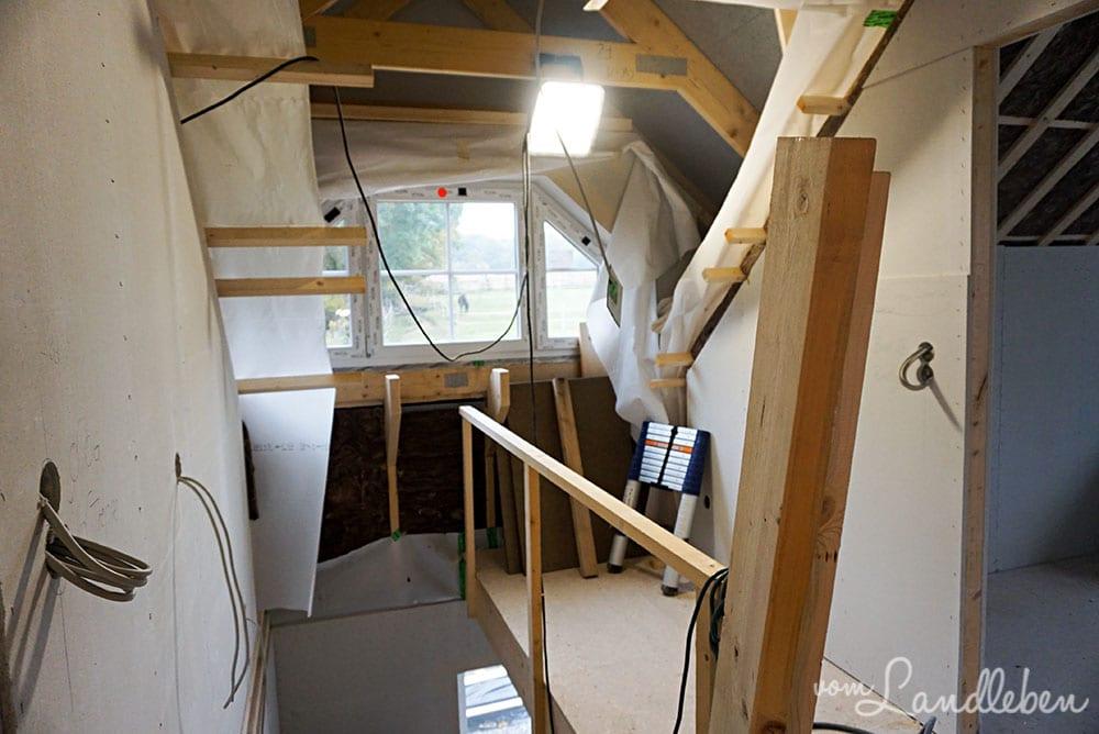Auch die Wandbeleuchtung auf der Treppe wurde vorbereitet