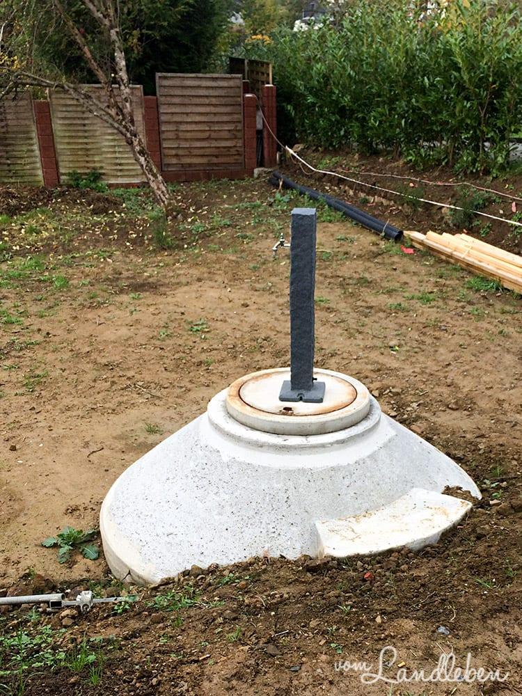 Die Wasserzapfstelle wird neben der Zisterne zu stehen kommen