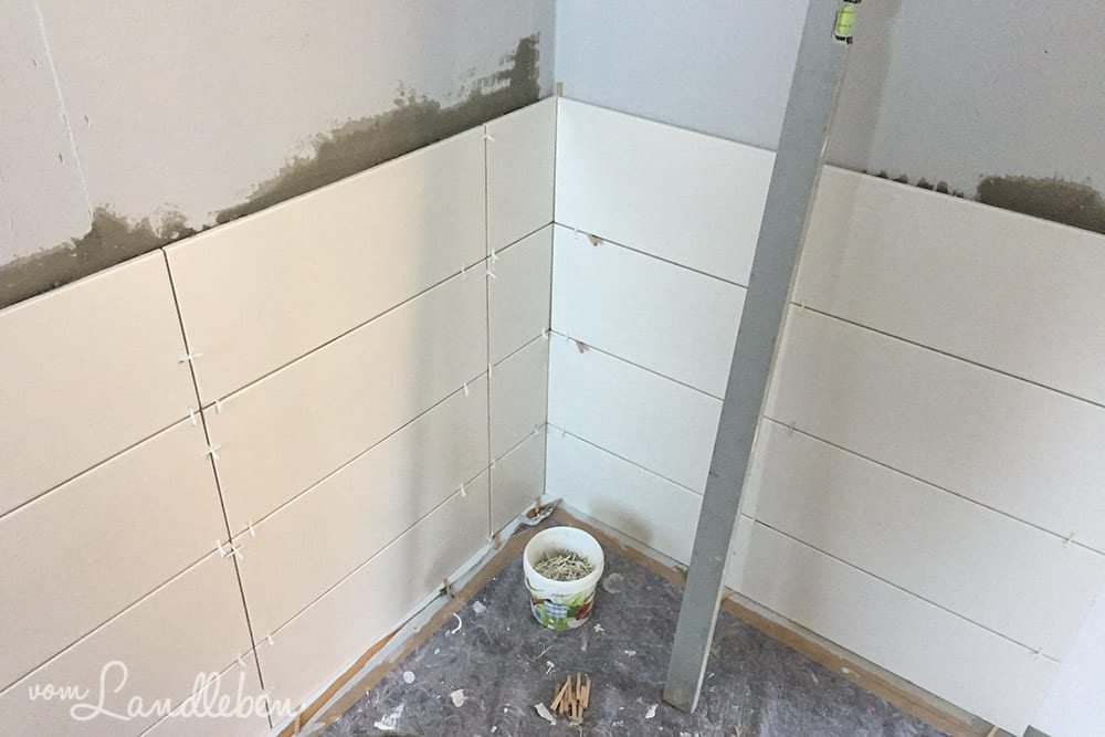 Innenausbau im Danhaus: Fliesen der Dusche