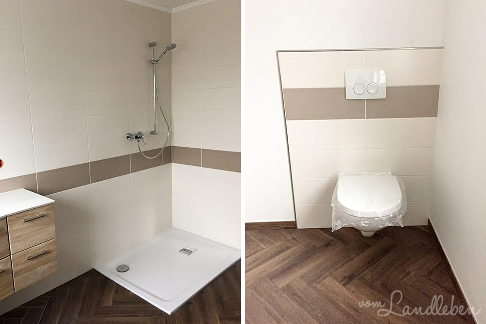 Dusche und Toilette im Badezimmer