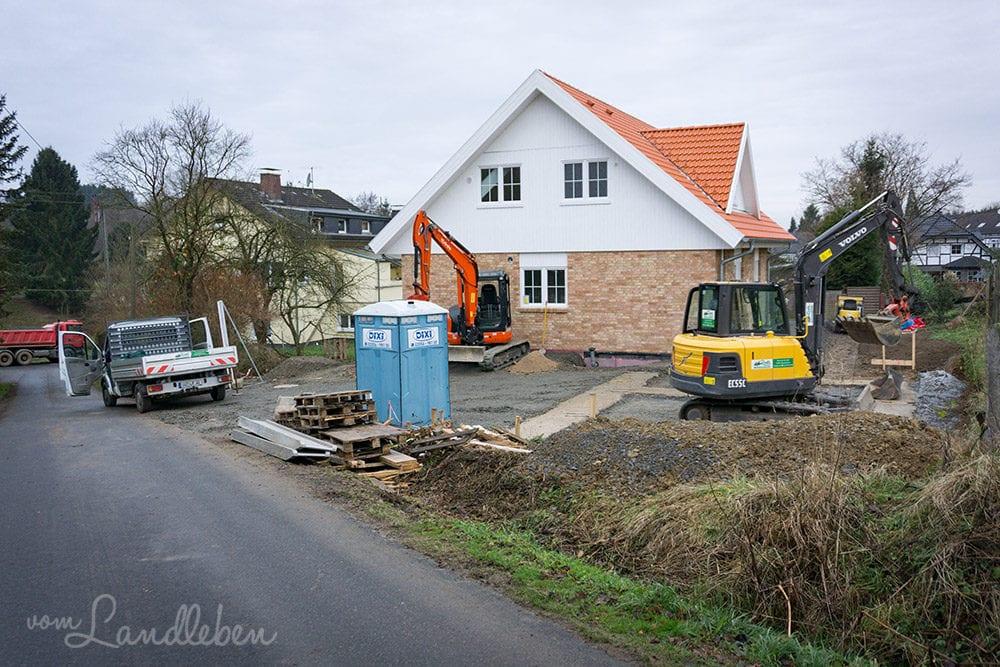 Hausbau mit Danhaus: so viele Bagger auf dem Grundstück...