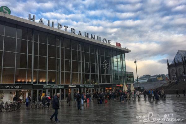 Pendeln vom Land in die Stadt - Kölner Hauptbahnhof