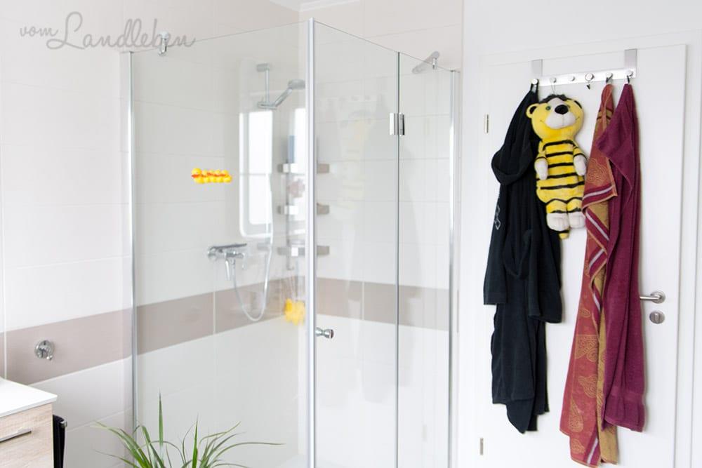 Unsere Dusche im Badezimmer