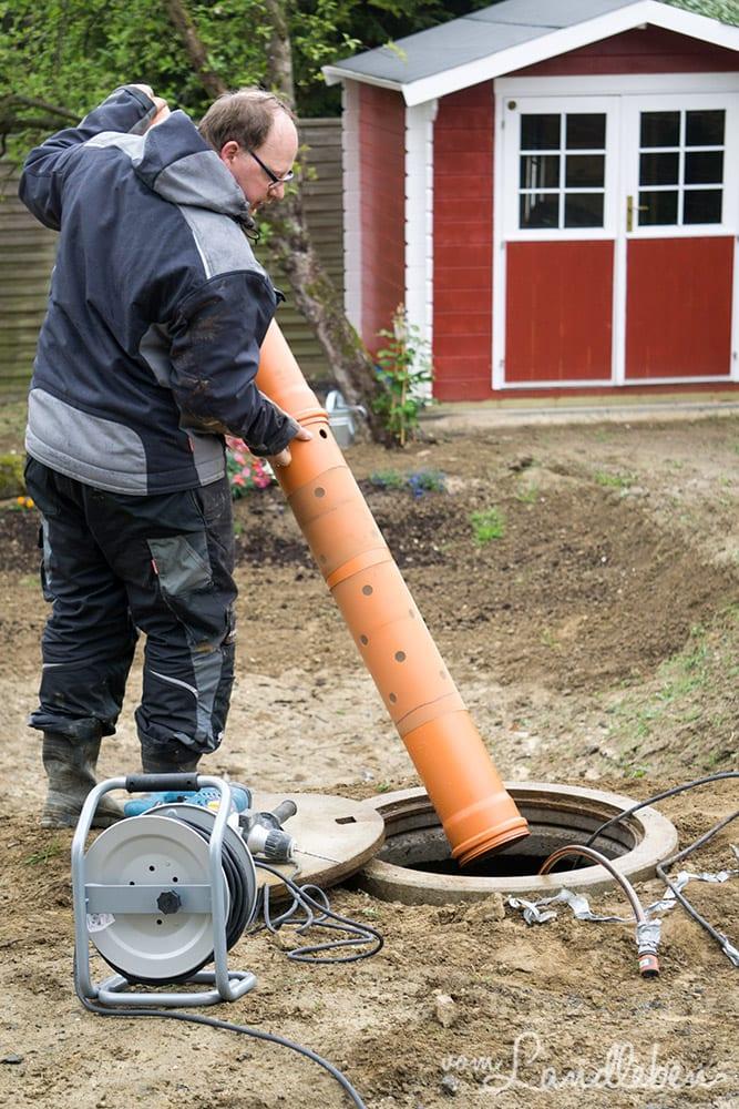 Einbau der Pumpe in die Zisterne