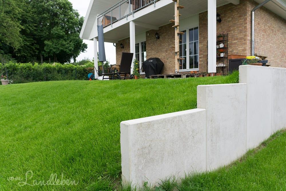 Terrassenabstützung mit L-Steinen