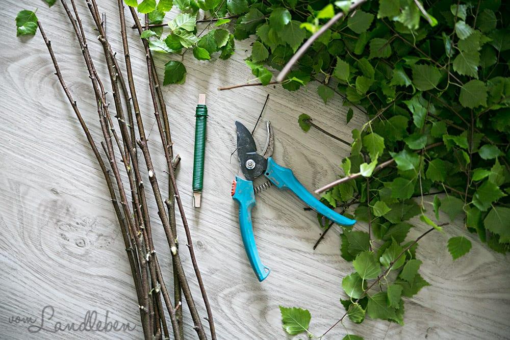 DIY: Kranz aus Zweigen binden