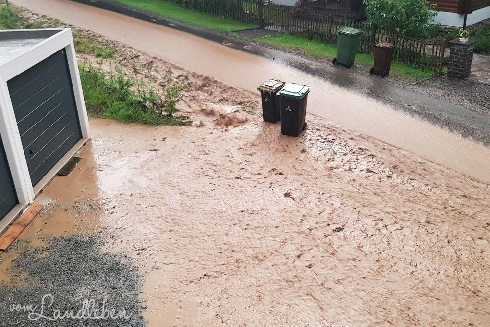 Überschwemmung auf dem Hof