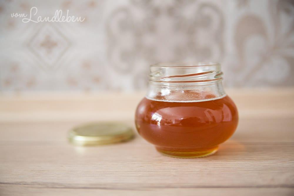 Honig aus eigener Imkerei von den Nachbarn