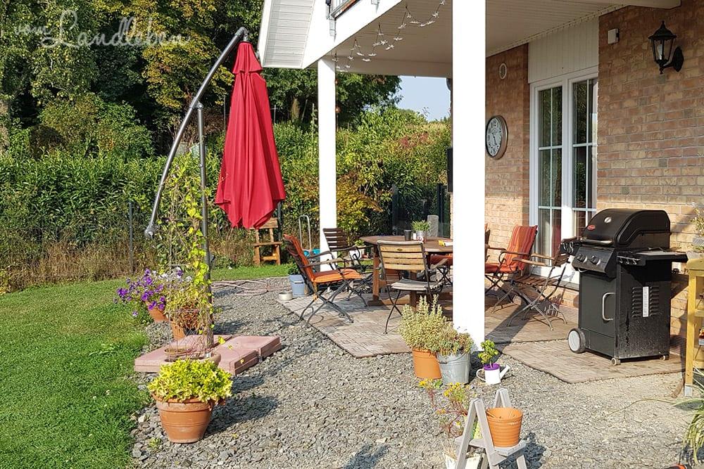 yay bald werden wir den hof und die terrasse pflastern vom landleben. Black Bedroom Furniture Sets. Home Design Ideas
