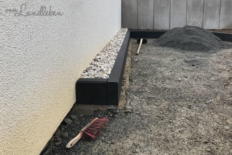 Pflastern: Spritzschutz an der Garage