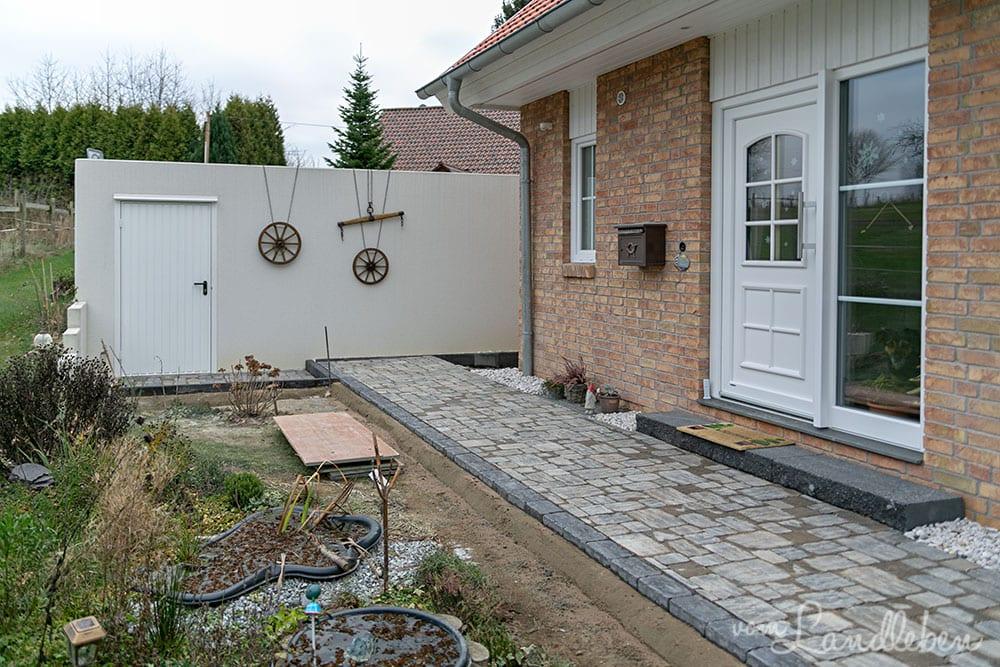 Pflastern: Weg an der Haustür