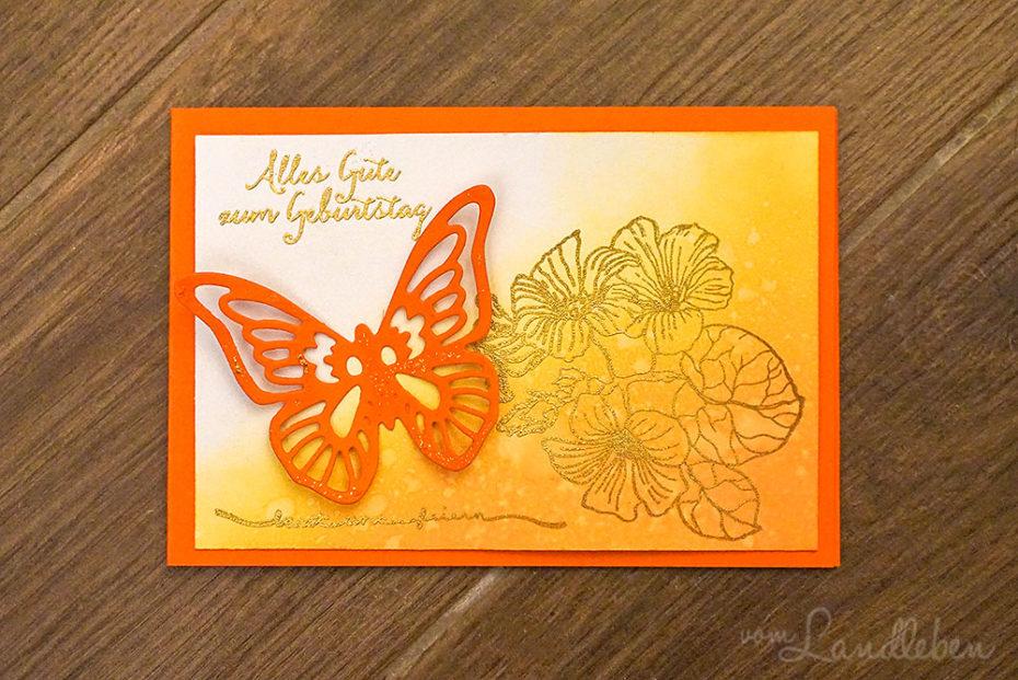 Geburtstagskarte mit Schmetterling und goldenen Blumen