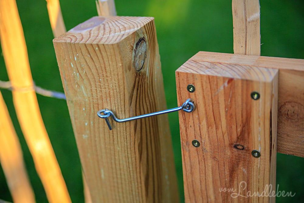 Bauerngarten: DIY-Tor für den Staketenzaun