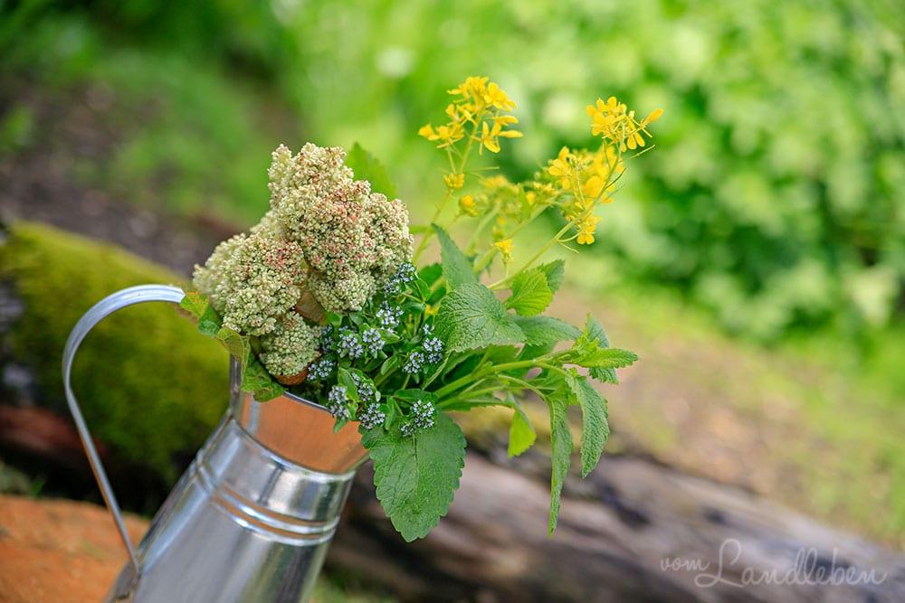 Blumenvase im Garten