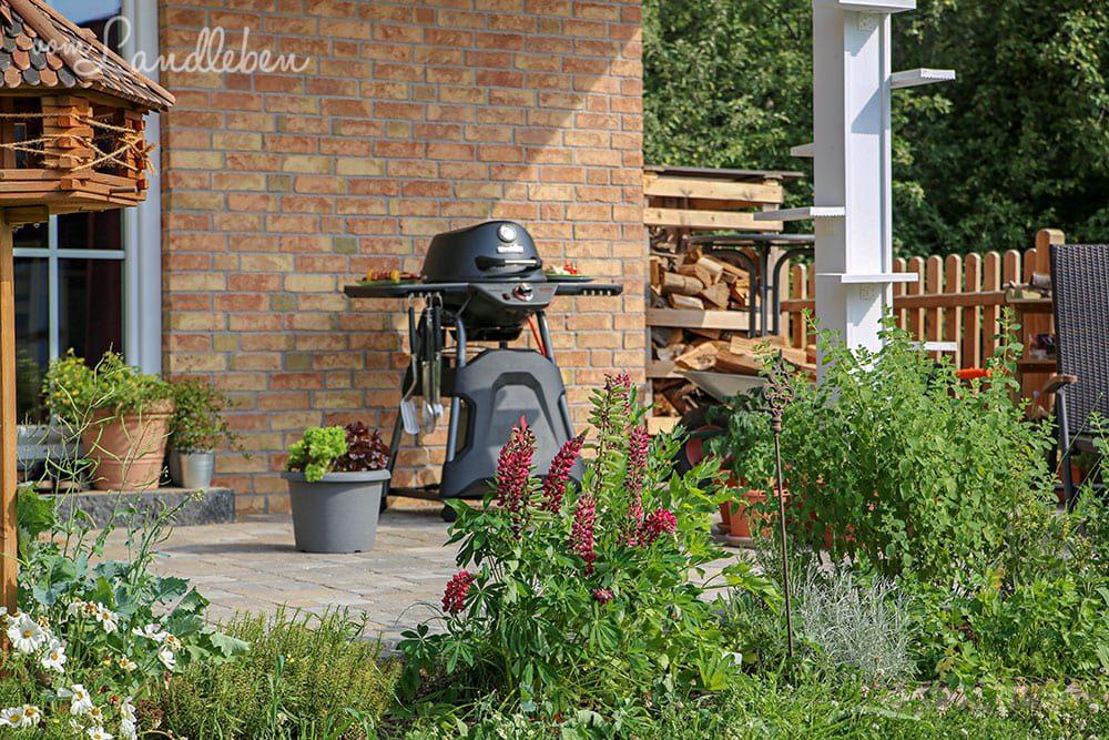 {Anzeige} Unsere Terrasse im Sommer