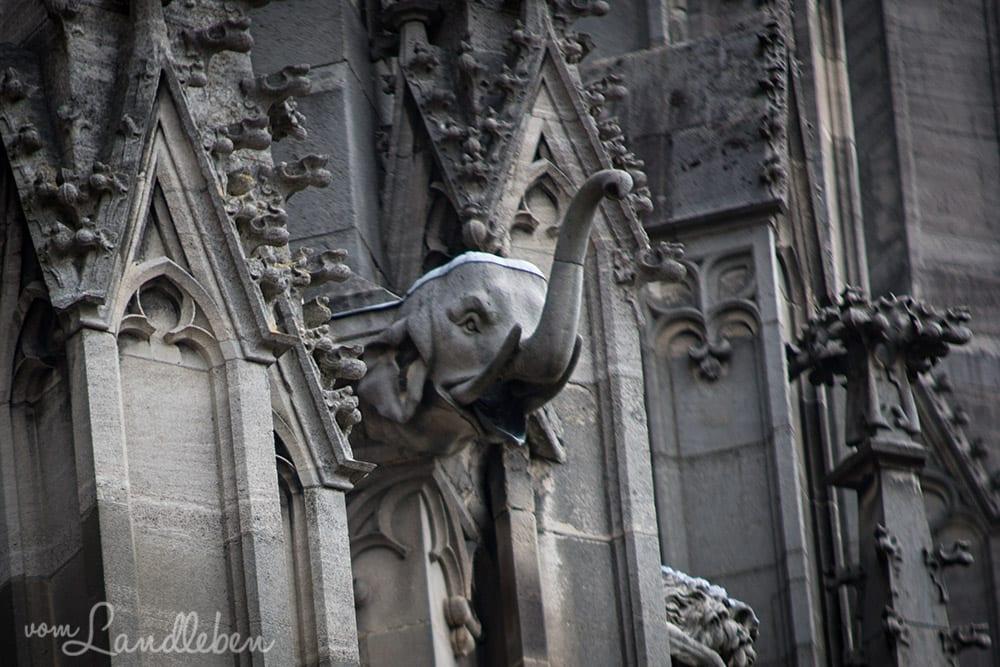 Figur an der Fassade des Ulmer Münsters
