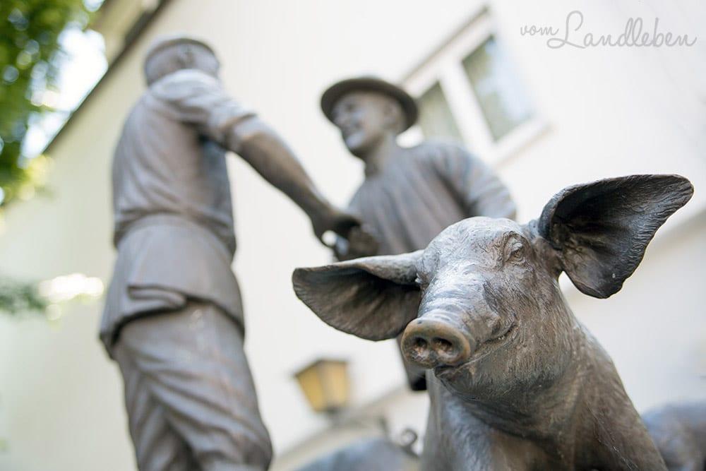 Dr Metger un dr Baur - Saumarkt-Denkmal in Ulm