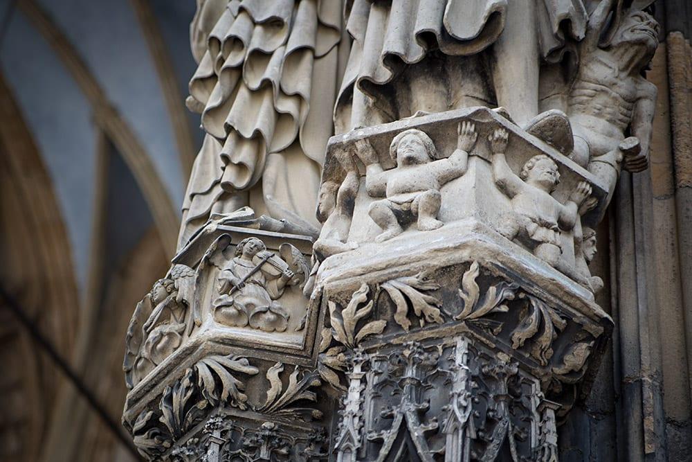Figuren an der Fassade des Ulmer Münsters