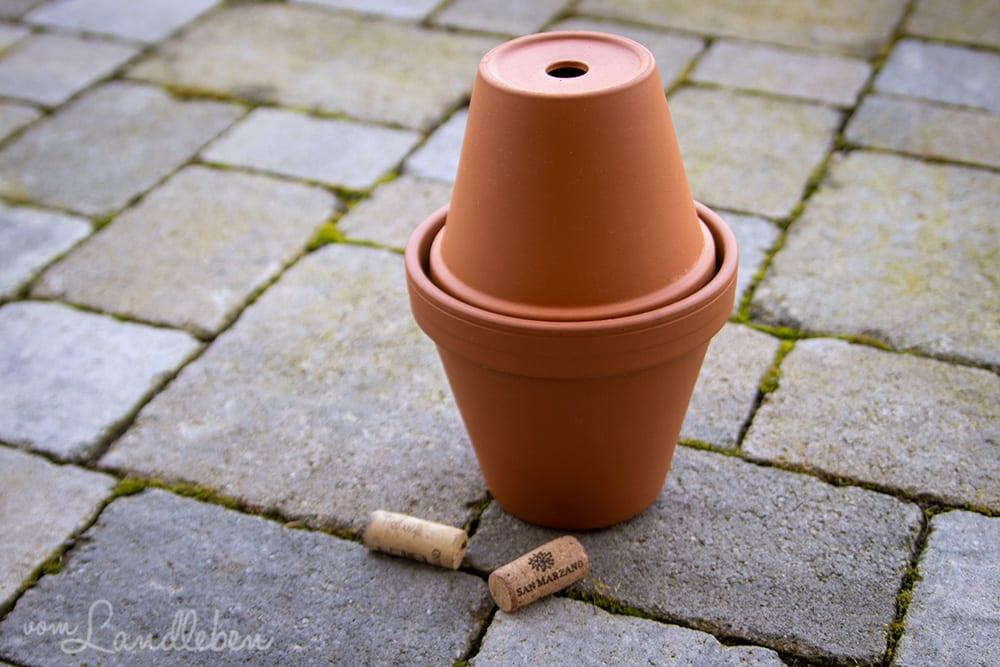 Selbstgebaute Olla - Bewässerungshilfe aus Tontöpfen
