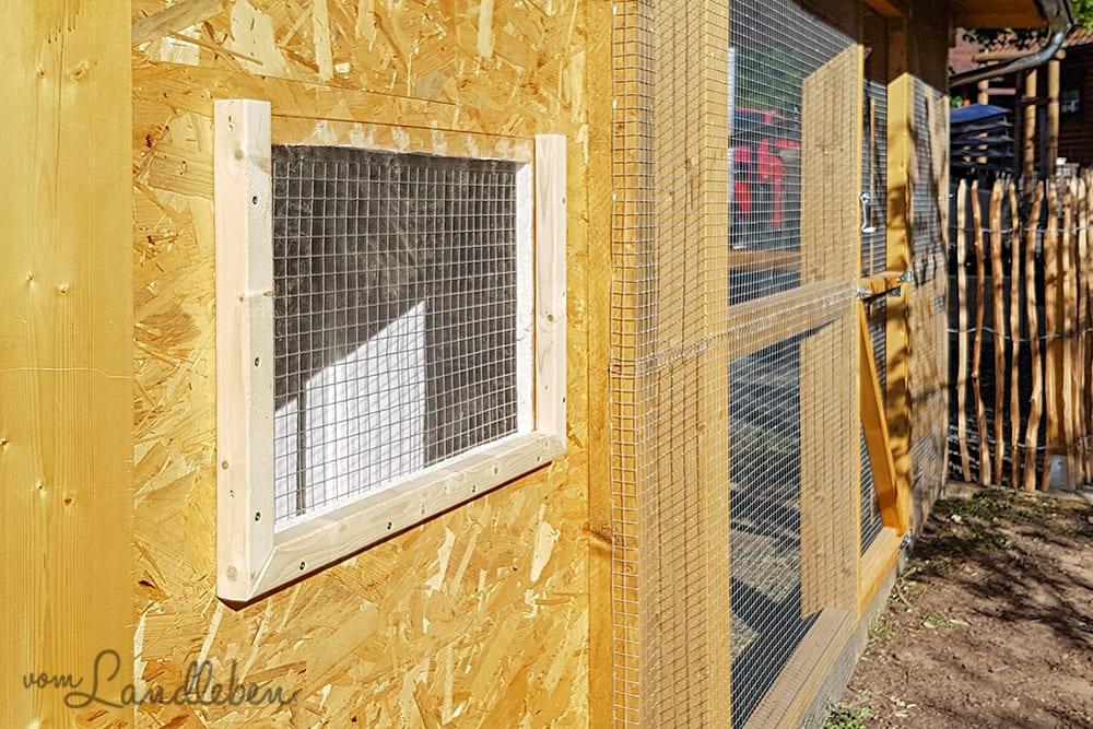 Fenster im Hühnerstall
