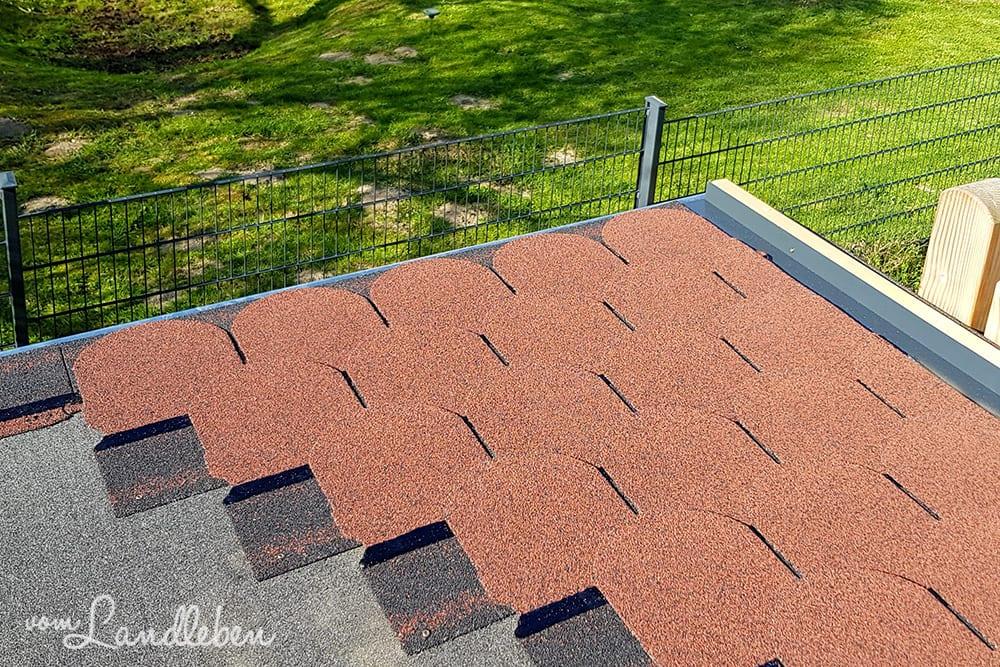 Hühnerstall: Dach mit Biberschindeln decken
