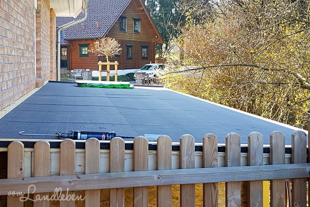 Hühnerstall: Dach decken