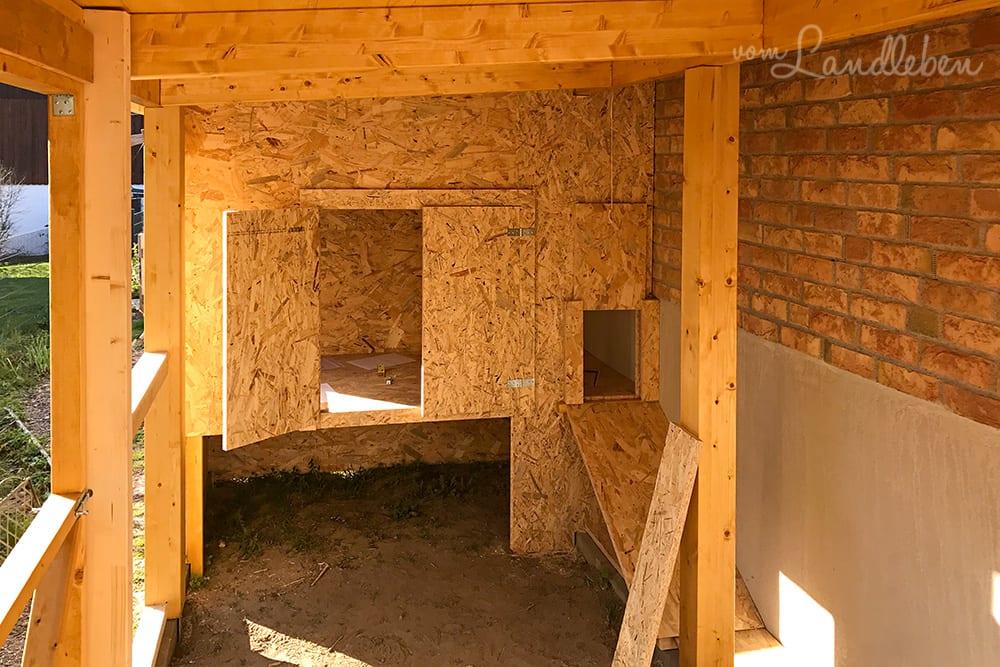 Bau von Hühnerstall und Voliere