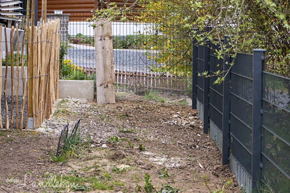 Zaun um den Hühnergarten