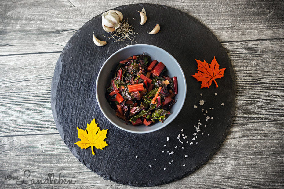 Rezept: Leuchtend buntes Mangoldgemüse mit Ahornsirup