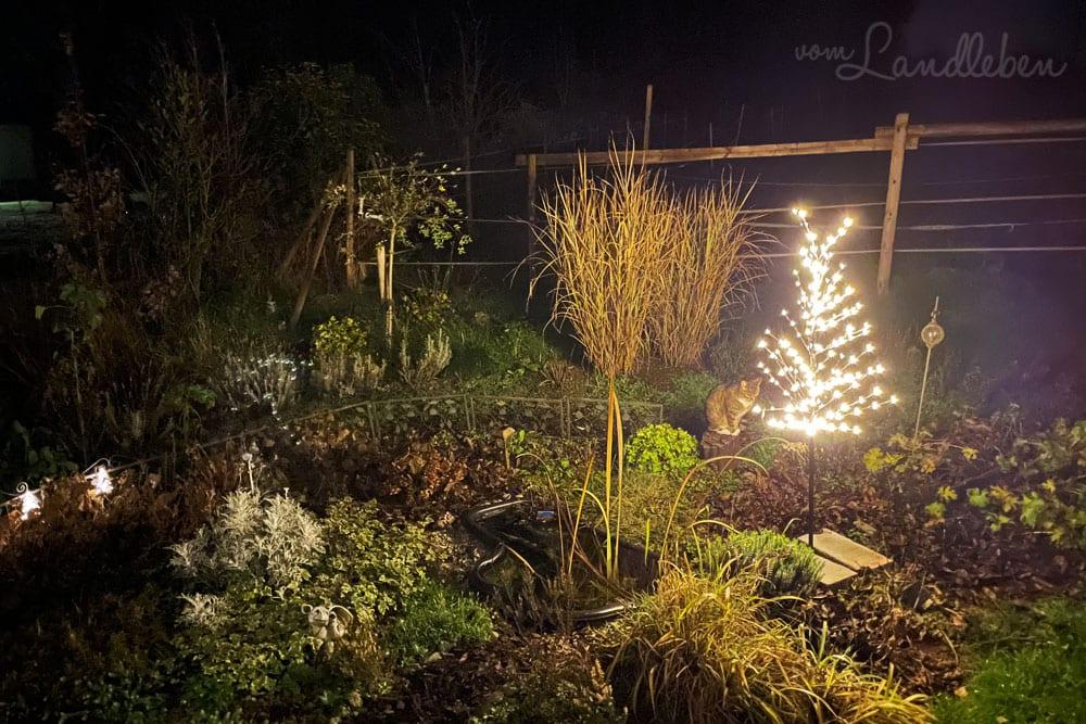 LED-Baum im Mittelgarten